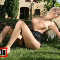 nikky-blond_black_10